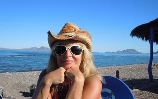 Cynthia-beach-hat
